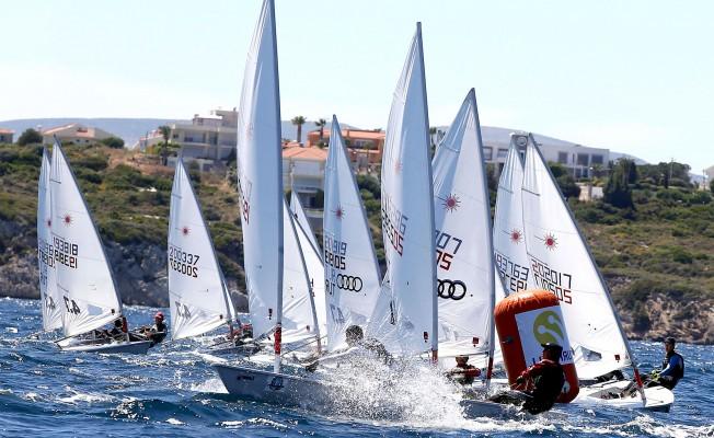 Çeşme'de Yelken Yarışları Sürüyor