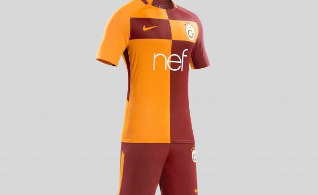 Galatasaray'ın Yeni İç Saha Forması Tanıtıldı