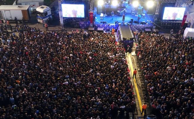 İzmir'de 19 Mayıs Bayramı'nda Şebnem Ferah Konseri