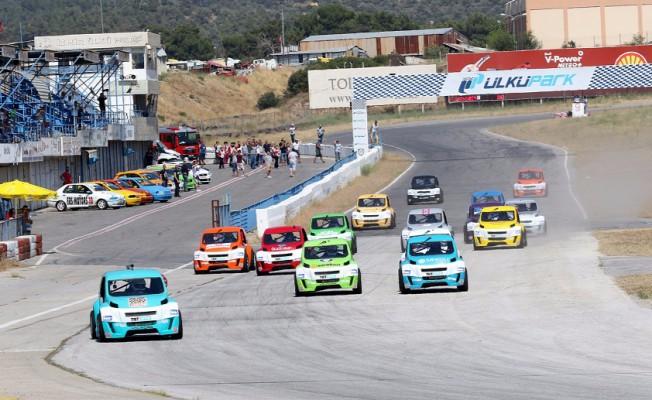 V1 Otomobil Yarış Heyecanı İzmir'de Başladı
