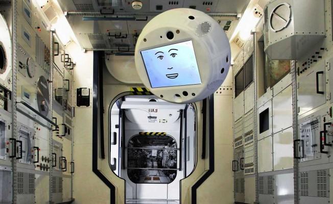 Astronotlar uzayda uçan robotlarla sohbet edecek