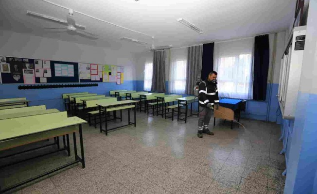 Efes Selçuk'ta Okullarda Gribe Karşı İlaçlama Önlemi
