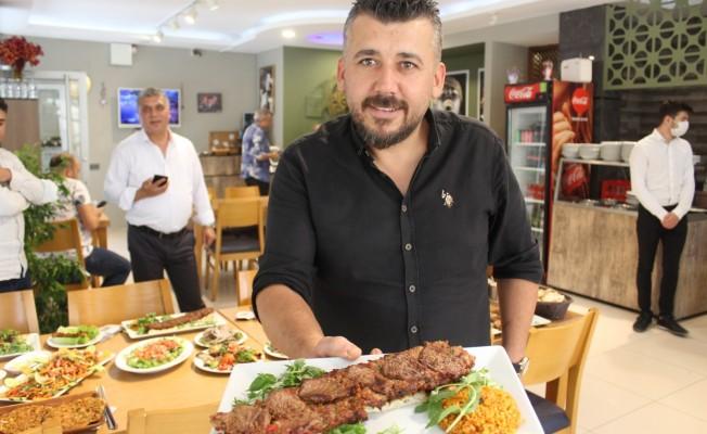 İkiyüzlü Kebap'la Aynı Anda Kebap ve Et Lezzeti Kebapçı Mustafa'da