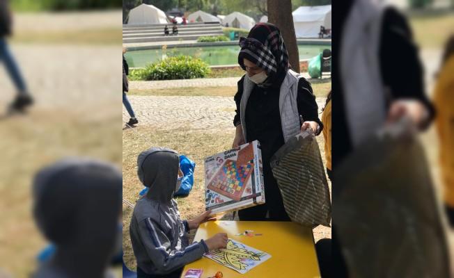Çadırda Yaşayan Çocuklara Hediye Dağıttılar