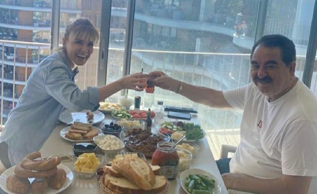 İbrahim Tatlıses'le Gülben Ergen'den İzmir'de kahvaltı keyfi