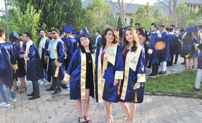 MCBÜ'lü genç mühendislerin mezuniyet sevinci