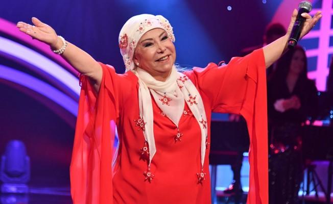 """Ünlü sanatçı Bedia Akartürk, """" Gençliğim dört duvar arasında türkü çalışarak geçti"""""""