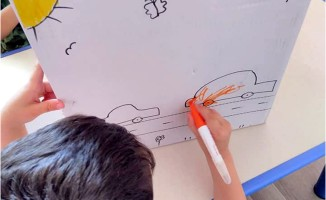 Gaziemirli Minikler Ramazan Paketlerine Yüreklerini Çizdi
