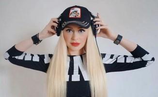 DJ Betül'den 'Tatlı Kaçık' Romanı