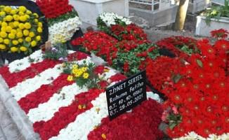 """""""Ben karımı çiçek bahçesine değil yüreğimin derinliklerine gömdüm"""""""