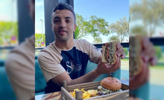 Serkan Hamza'dan yeni lezzetler; Midye Burger ve Kokoreçli Pizza