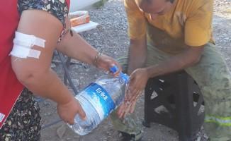 Karaburun Küçükkahve yangınına müdahale eden ekiplere destek Kızılay'dan